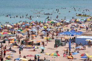 se-anunta-un-weekend-cu-un-numar-record-de-turisti-pe-litoralul-romanesc
