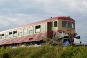 autoturism-acrosat-de-tren-la-adamus
