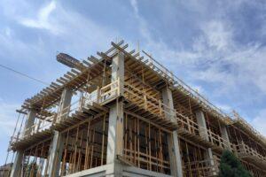 contractele-constructorilor-care-nu-respecta-termenele-ar-putea-fi-reziliate-automat