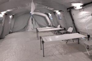 paturi-de-campanie-pentru-internarea-pacientilor-covid-19,-la-spitalul-judetean-din-sfantu-gheorghe