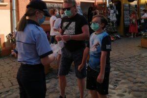 sighisorenii-au-primit-sambata-masti-de-la-politisti