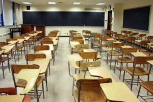 harghita:-cursuri-suspendate-la-trei-clase-de-la-o-scoala-din-bancu,-dupa-ce-un-profesor-a-fost-confirmat-cu-covid-19