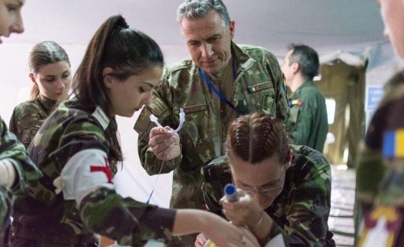 55-de-studenti-medicinisti-militari-din-tg.-mures,-voluntari-la-dsp-si-la-spitale