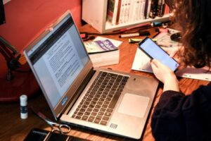 educatoarele-din-sfantu-gheorghe-primesc-bani-de-la-primarie-pentru-achizitia-de-laptopuri