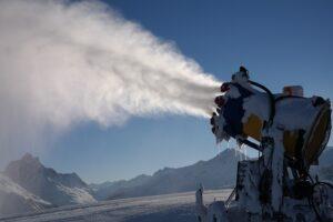 au-inceput-pregatirile-pentru-sezonul-de-schi-in-poiana-brasov