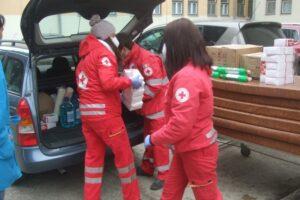 voluntarii-crucii-rosii-harghita-duc-daruri-de-mos-nicolae-copiilor-bolnavi-sau-defavorizati