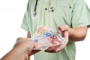 sefi-de-spitale-din-brasov-si-harghita-–-mita-de-pana-la-89.000-de-euro-pentru-atribuirea-de-contract