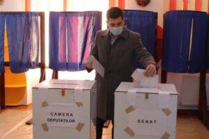 """adrian-giurgiu-(usr-plus):-""""am-votat-pentru-a-scapa-de-coruptie-si-hotie"""""""