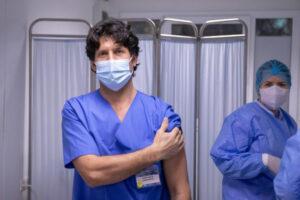 peste-doua-mii-de-cadre-medicale-au-fost-vaccinate,-pana-acum,-in-tara-noastra