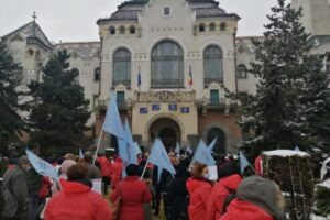 noi-proteste-in-fata-prefecturii