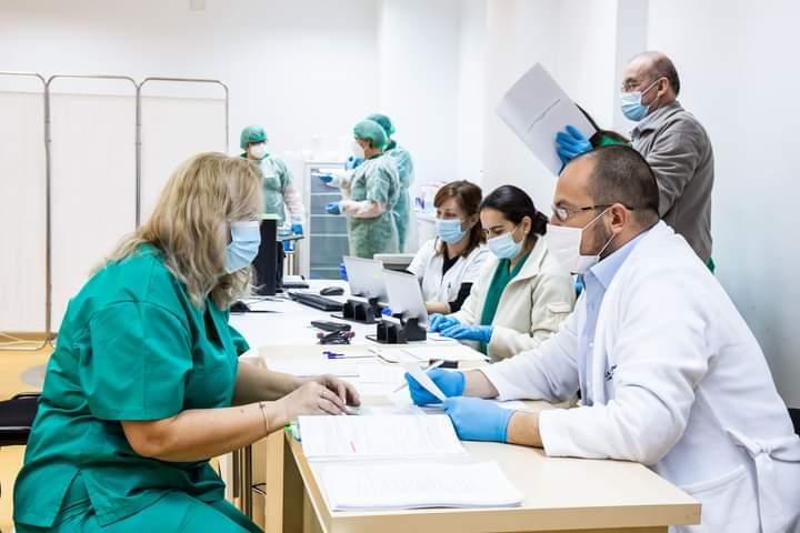 peste-360-de-lucratori-din-sistemul-sanitar,-vaccinati-anti-covid-la-spitalul-judetean-de-urgenta-din-sfantu-gheorghe