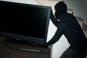 barbat-din-mures,-retinut-pentru-furtul-unui-televizor