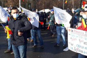 proteste-ale-sindicatelor-si-pensionarilor-in-fata-guvernului-si-ministerelor