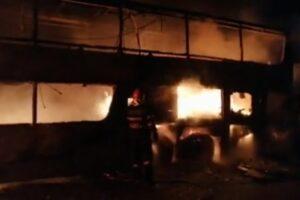 sibiu:-un-autocar-cu-44-de-pasageri-a-luat-foc-pe-a1