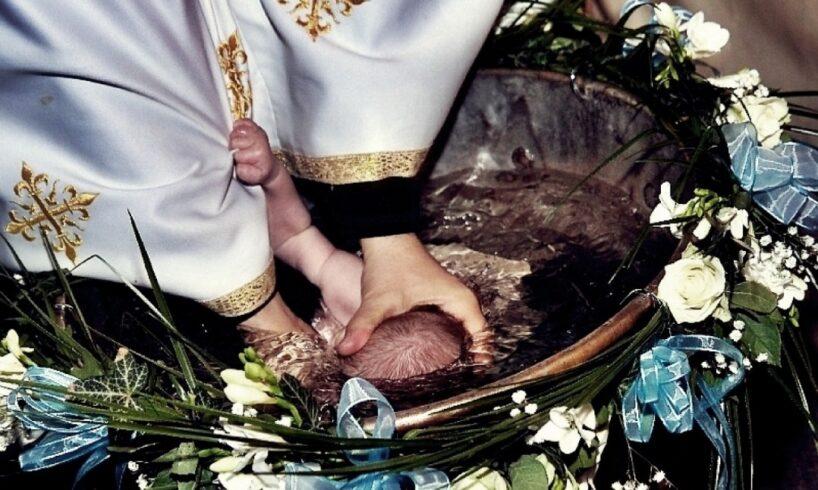petitie-privind-modificarea-ritualului-botezului-prin-scufundarea-in-apa!-reactia-bisericii