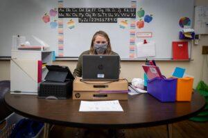 stresul-si-metodologia,-cele-mai-mari-probleme-ale-invatamantului-online