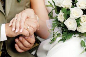 primaria-brasov-lanseaza-in-dezbatere-publica-oficierea-de-casatorii-si-in-spatii-deschise
