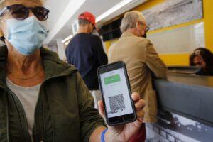 toti-cetatenii-–-fie-ca-au-fost-sau-nu-vaccinati-–-ar-trebui-sa-beneficieze-de-o-adeverinta-electronica-verde