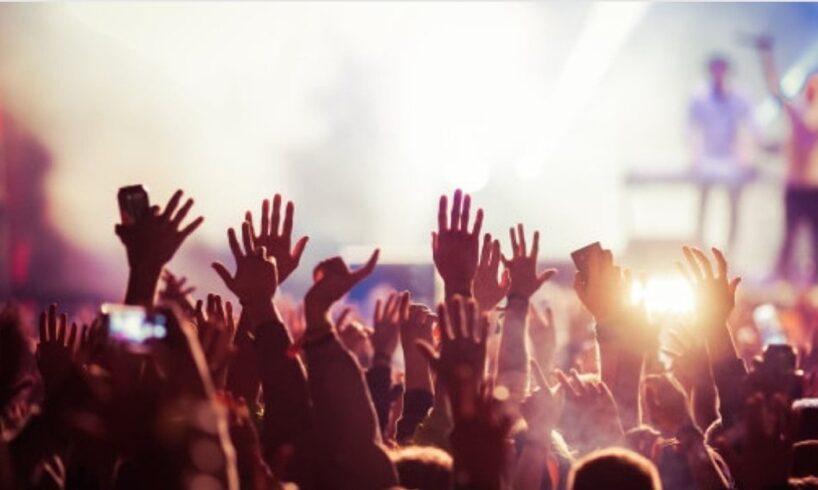 in-ce-conditii-vom-putea-merge-din-vara-la-concerte-sau-meciuri!