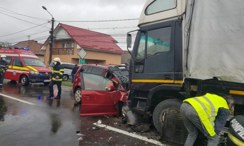 foto:-accident-rutier-in-corunca,-intre-un-autoturism-si-un-autotren!-o-femeie-este-grav-ranita