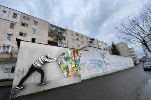 street-–-art,-gazduit-de-cate-un-perete-in-cartierele-din-reghin