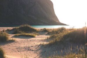 plaja-cu-nisip-fin-de-la-poalele-apusenilor