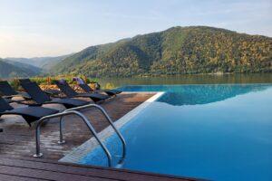 top-12-pensiuni-cu-piscine-fabuloase,-mai-putin-stiute,-unde-sa-te-duci-vara-aceasta