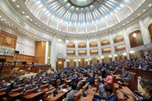parlamentul-va-reexamina-legea-care-permite-suspendare-a-activitatilor-scolare-ce-impun-prezenta-fizica-si-continuarea-lor-online