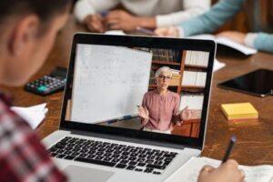 laptopuri-si-echipamente-pentru-cursuri-online-pentru-12.600-de-elevi-si-dascali-din-targu-mures!