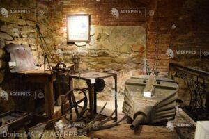 colectie-unicat-de-unelte-si-echipamente-utilizate-in-vechime-de-mestesugarii-sasi,-la-casa-breslelor-din-sighisoara-(galerie-foto)