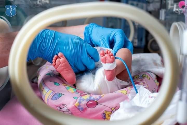 premiera-in-covasna:-o-femeie-de-160-de-kilograme-a-nascut-un-bebelus-sanatos