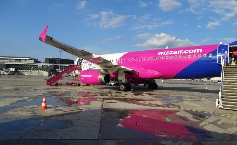 mai-mult-de-jumatate-din-banii-pe-care-ii-face-wizz-air-provin-din-taxele-pe-bagaj-sau-pe-locul-in-avion