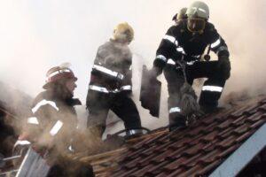 casa-salvata-de-pompieri
